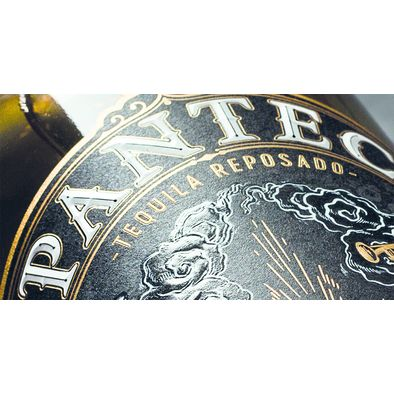 ((Caption)) Single pass label production with 3-stroke foil decoration. The font is perfectly surrounded with a golden line, the font itself decorated with an embossed transparent foil. The 3rd foil attached is a holographic foil in the lower part of the label.