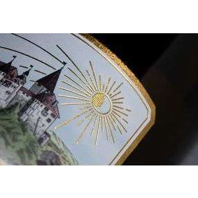 Illustrative design in combination with elegant typography and noble patterns make Riesling Kyburg a real eye-catcher